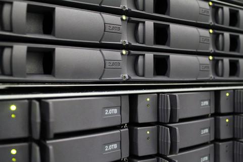 … mehrmals täglich in ein räumlich getrenntes Backupsystem gesichert.