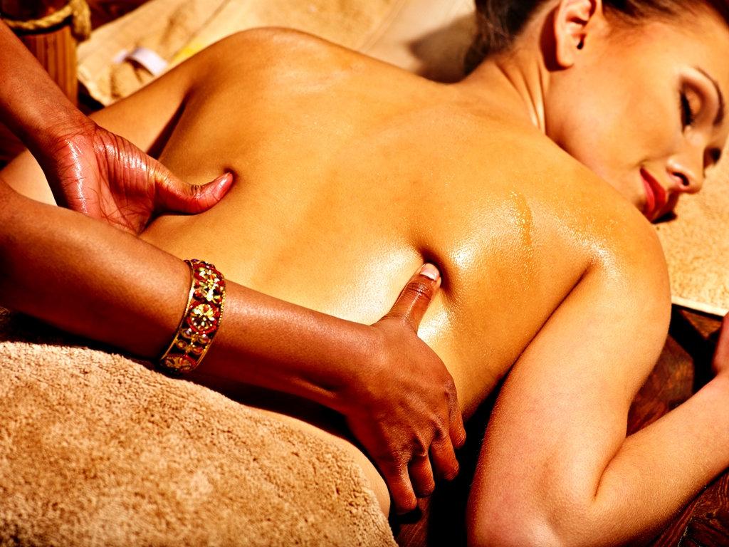 pristabhyanga smertelind ryggmassasje