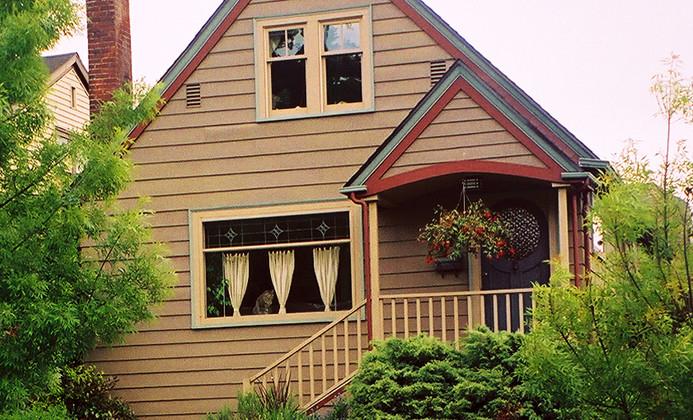 1.5_story_farmhouse__84407.1456776517.12