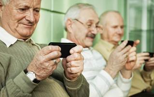 Uso excesivo de pantallas y edad avanzada afectan la vista de los adultos mayores