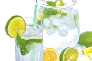 Fresco y sano: 3 aguas naturales para calmar el calor