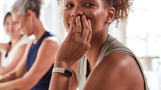 Fitbit presenta Luxe, un monitor de bienestar y fitness