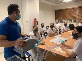 Capacitan intensivistas a médicos para reducir mortalidad por covid-19