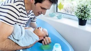 Tips para que no sufras los primeros baños de tu bebé