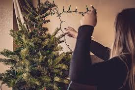 ¿Aún no quitas el arbolito navideño? Aquí te decimos por qué debes hacerlo ¡ya!