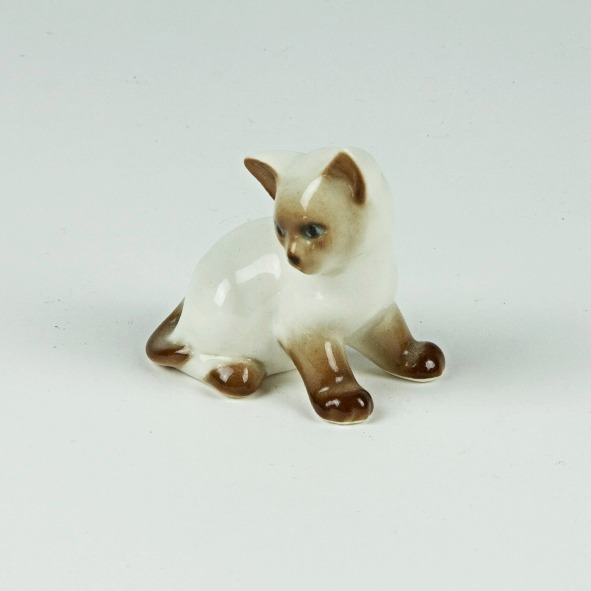 Pensive cat ornament