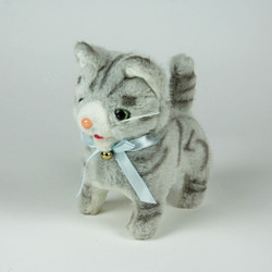Battery operated walking cat toy