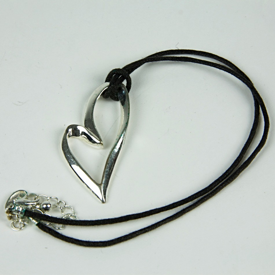 Droopy heart rope necklace