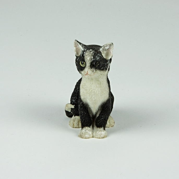 one eyed ceramic cat ornament