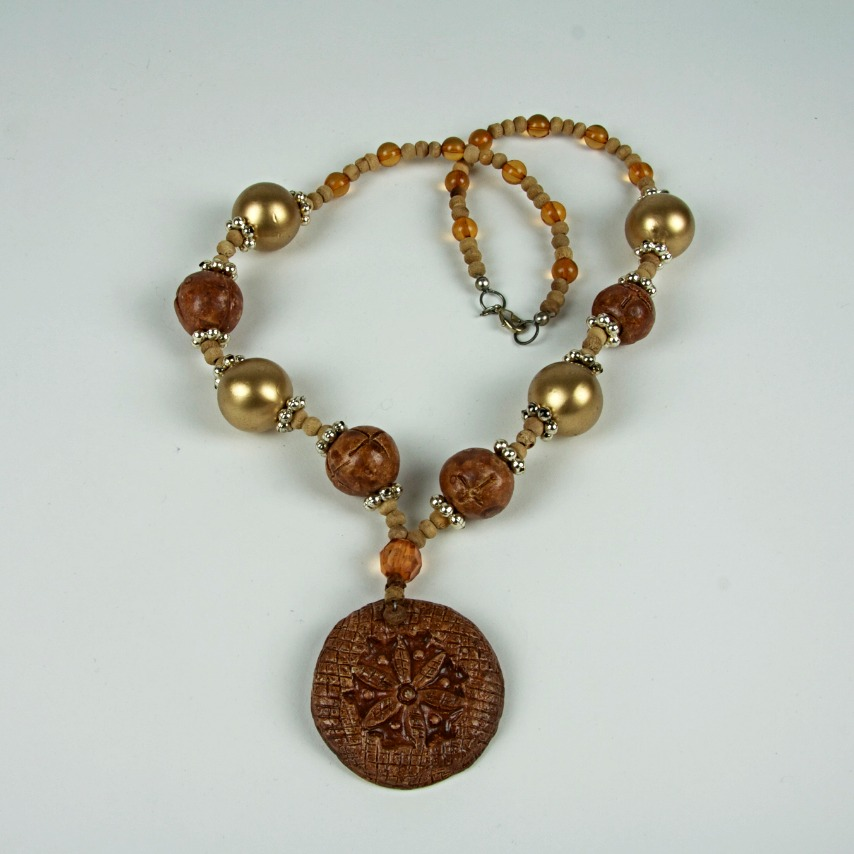 Wooden beaded pendant necklace
