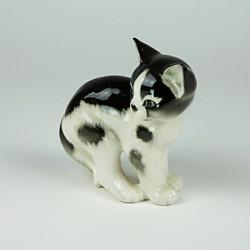 Large active cat ornament
