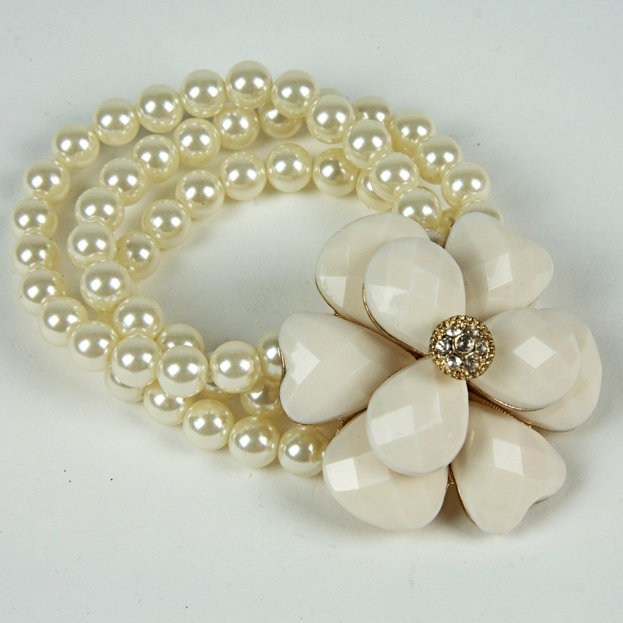 Pearl beaded flower bracelet