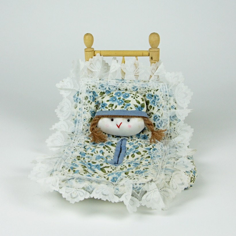 Floral bed design tissue box holder