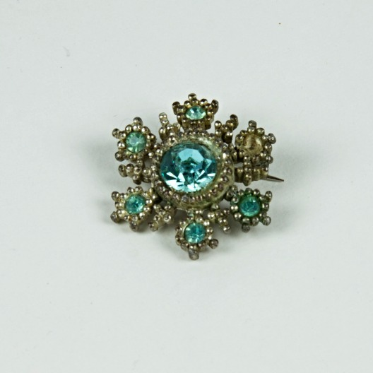 Turquoise gem brooch