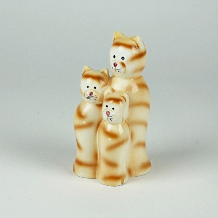 Cat family ornament