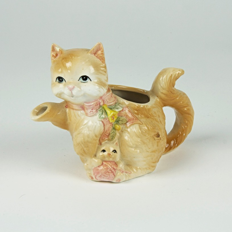 Smiling cat tea pot