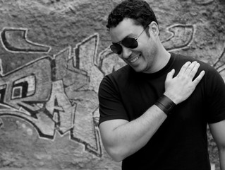 Jornal O Fluminense, de Niterói, dá destaque ao cantor em entrevista no lançamento do CD em Niterói