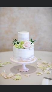 Simple Cutting Cake