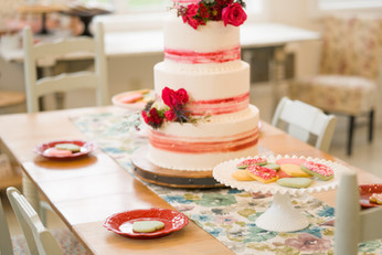 A Pop of Pink Cake