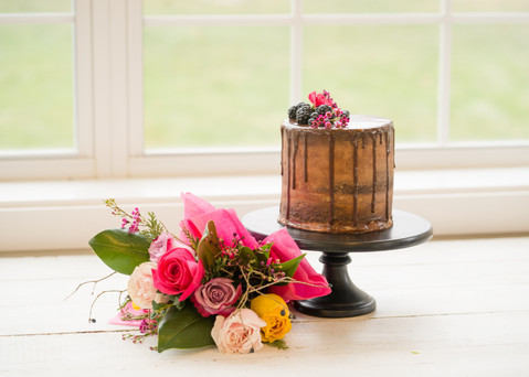 Valentine's Day Cake and Bouqet package