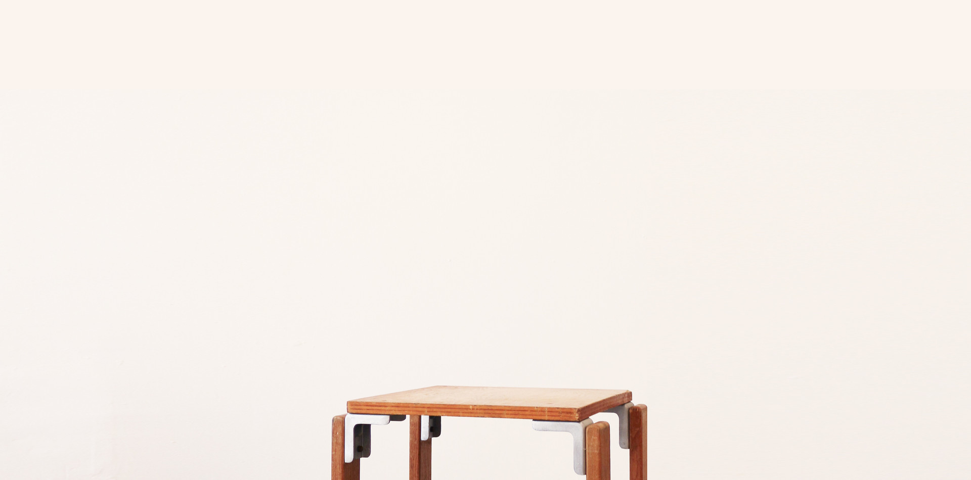Candilis_mobilier_furiture_stool.jpg