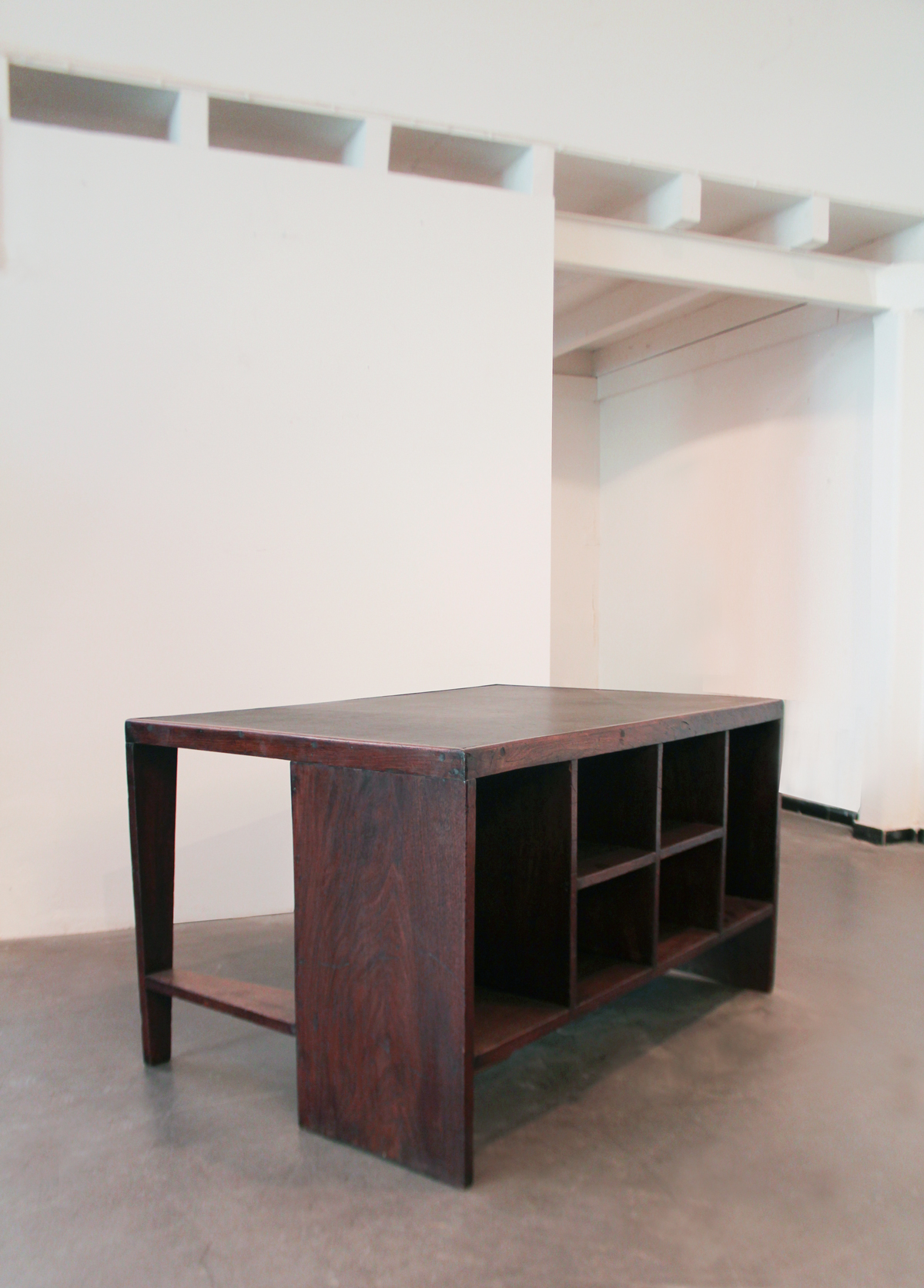 office-table-jeanneret_clement_cividino_1_web