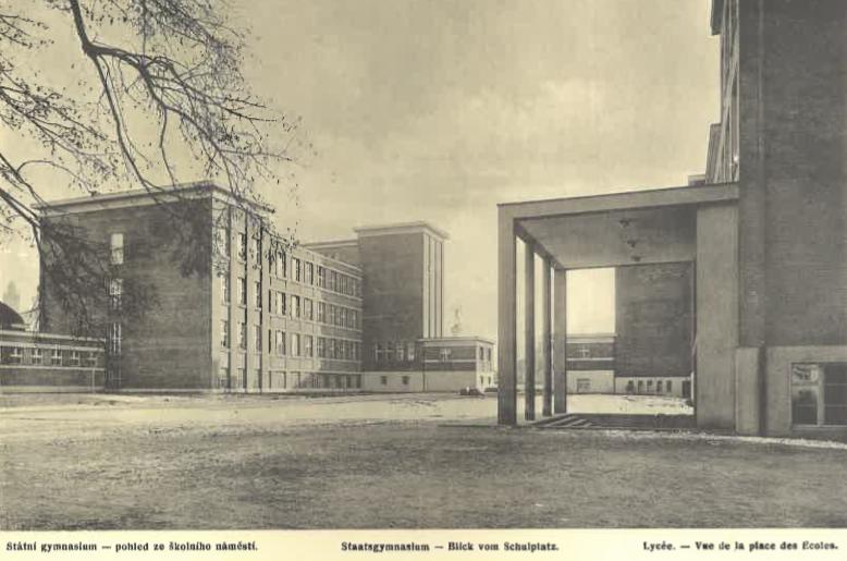Státní gymnasium (pohled ze školního nám