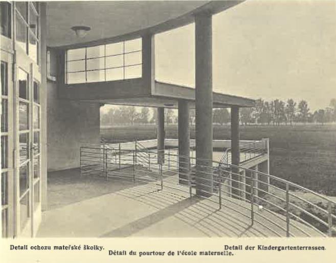 Mateřská škola (detail ochozu)
