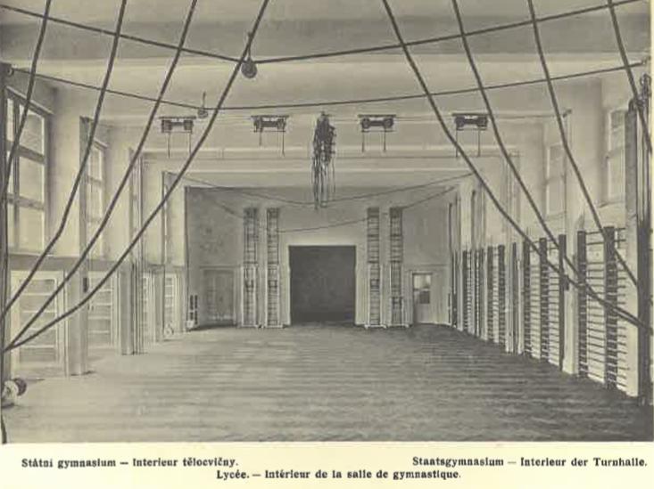 Státní gymnasium (interér tělocvičny)
