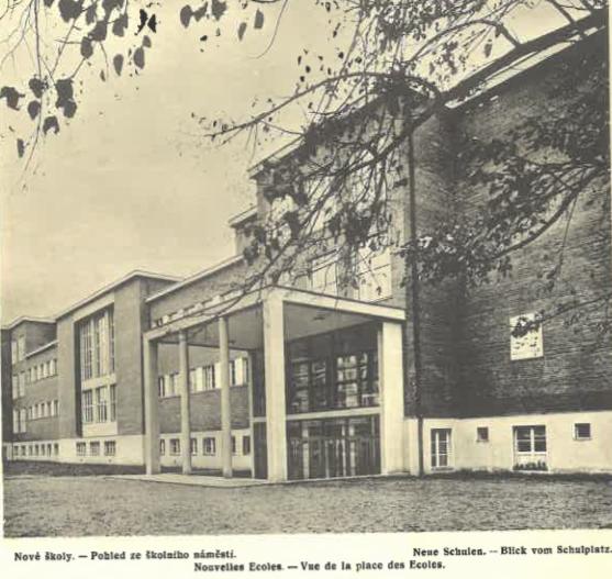 Nové školy (pohled ze školního náměstí).