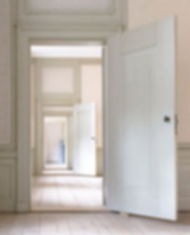 indoors-3117027_1920_edited.jpg