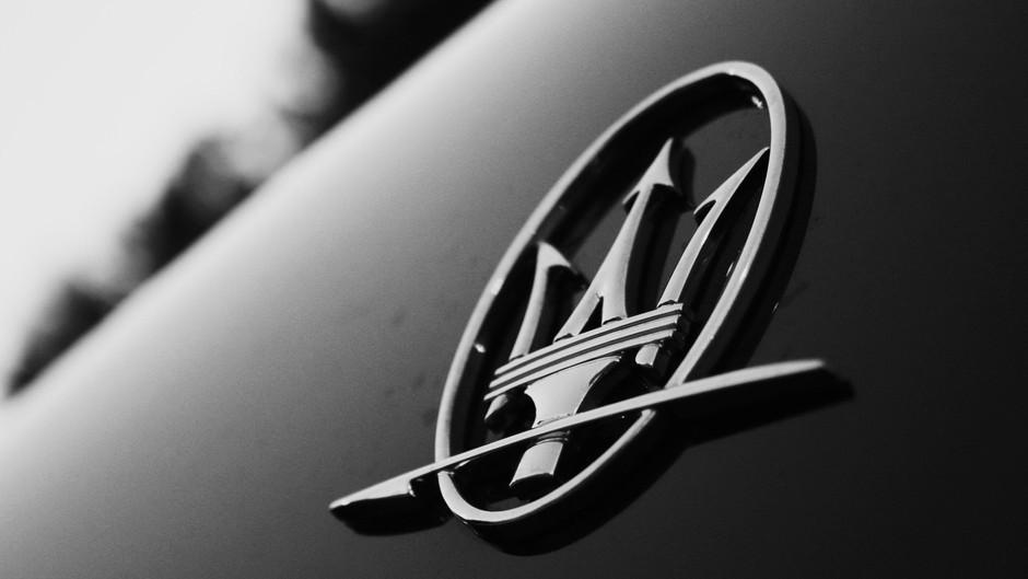 Maserati. L'ambasciatore del lusso nel settore dell'automotive incontra la moda.