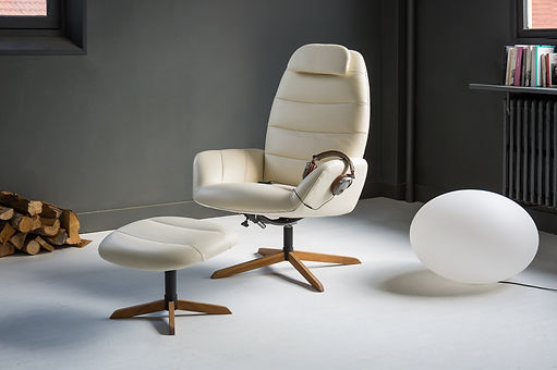 Tineo, leather armchair and its footstool