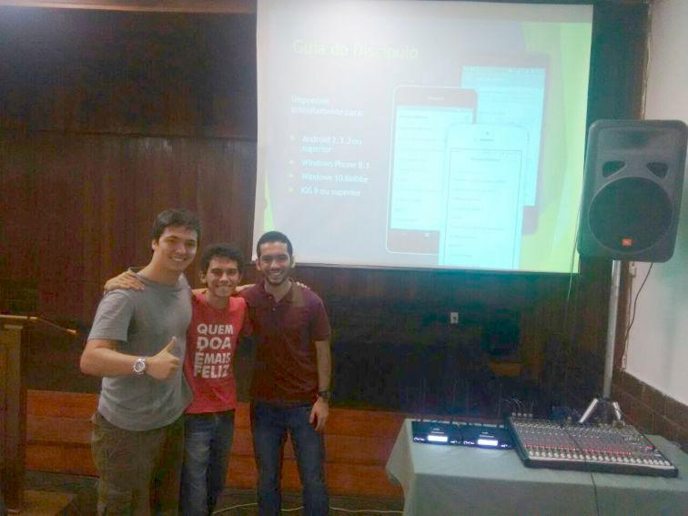 Rômulo Ribeiro, Patrick Lorran e Gabriel Costa (foto), do Rio, e Caio Fukumori, de São Paulo, lançaram nesta quarta, 04/01, aplicativo para iPhone.