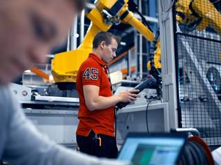 100 tarinaa teknologiayritysten nuorista osaajista ja merkityksellisistä töistä