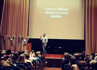 Yrittäjän päivää vietettiin kaksipäiväisenä Etu-Töölön lukiossa