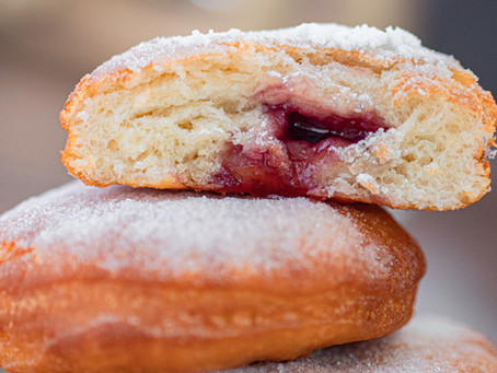 Doughnuts filled with Jam