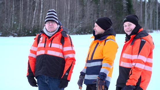 Manu ja isoveli Mikko Varis esittelivät Konnevedellä