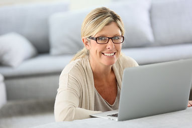 Mature woman with eyeglasses websurfing
