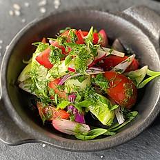 Салат по-деревенски из свежих овощей