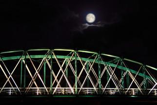 The moon over O Barqueiro Bridge