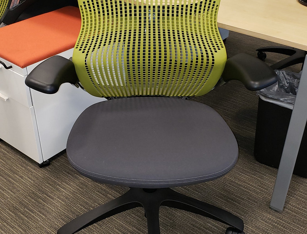 Knoll Generation Green Task Chair