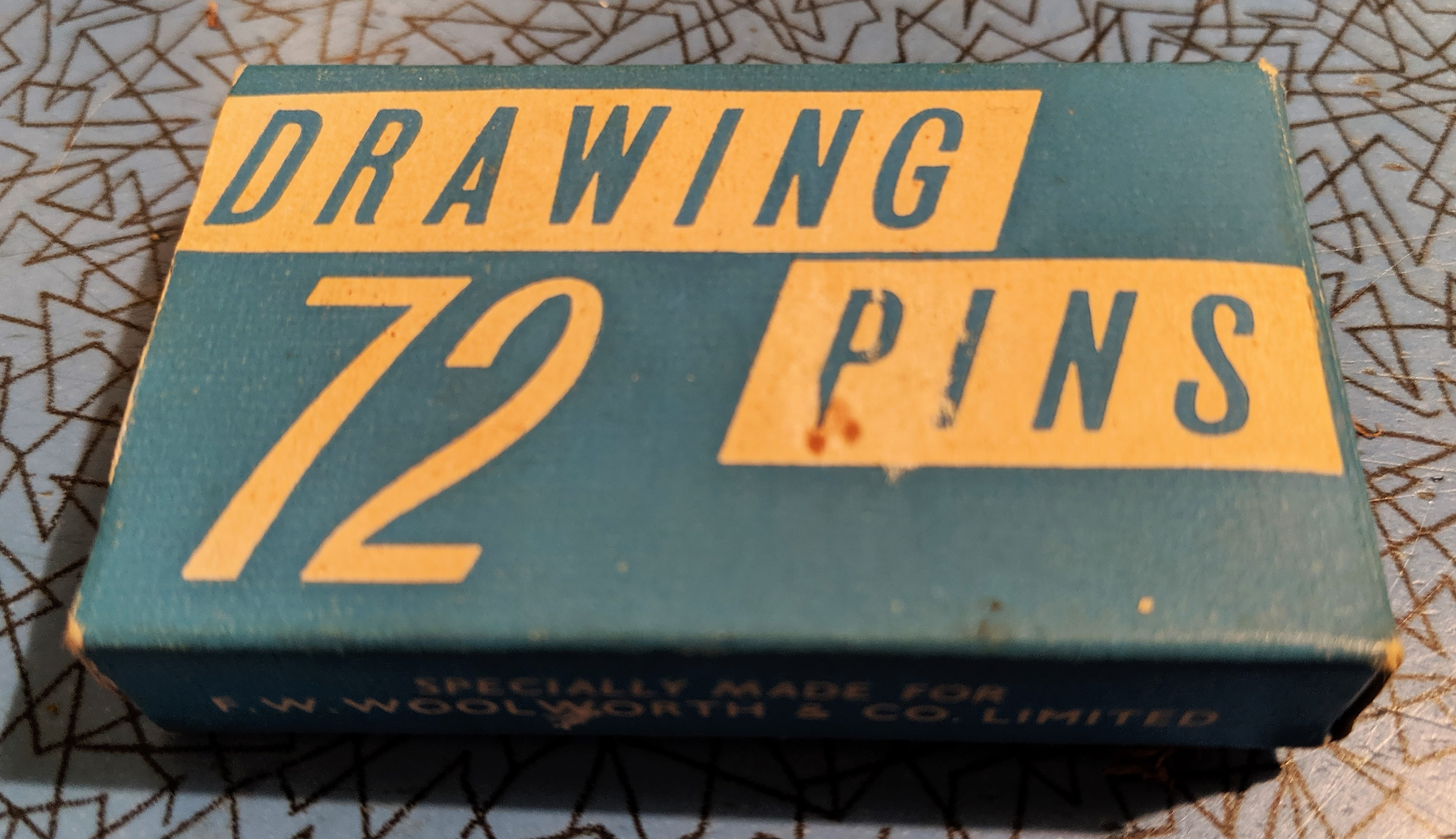 72 Drawing Pins
