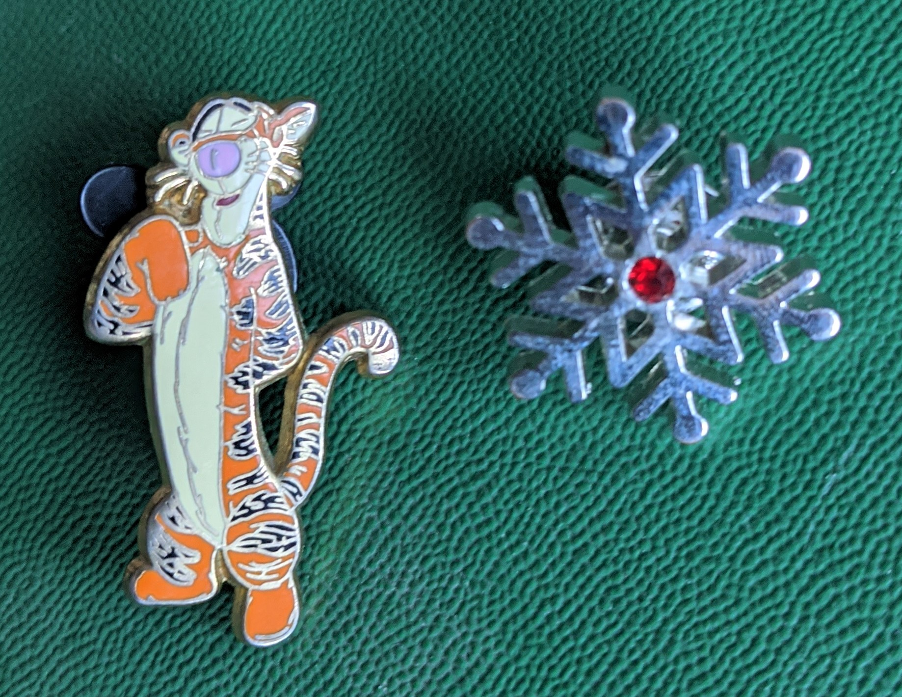 Pin Badges Tigger & Snowflake