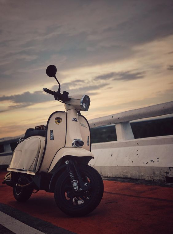 Scomadi TT200i Warm White Scooter
