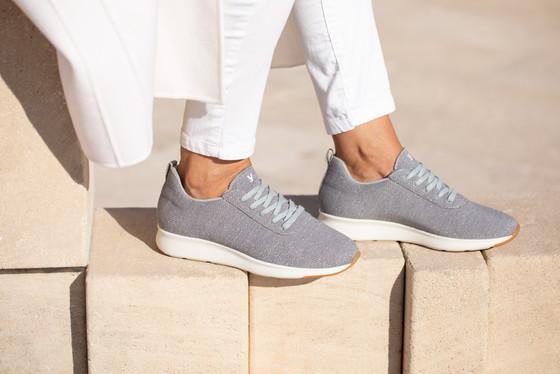Unos zapatos más