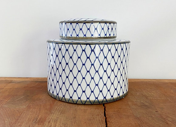"Small blue and white ""net"" Ginger jar"
