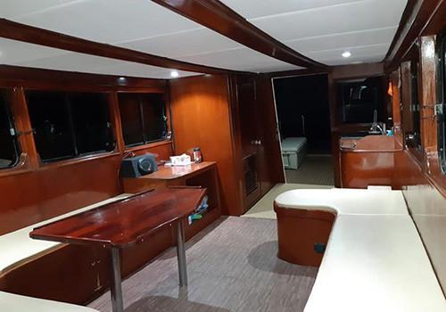 Салон лодки для рыбалки