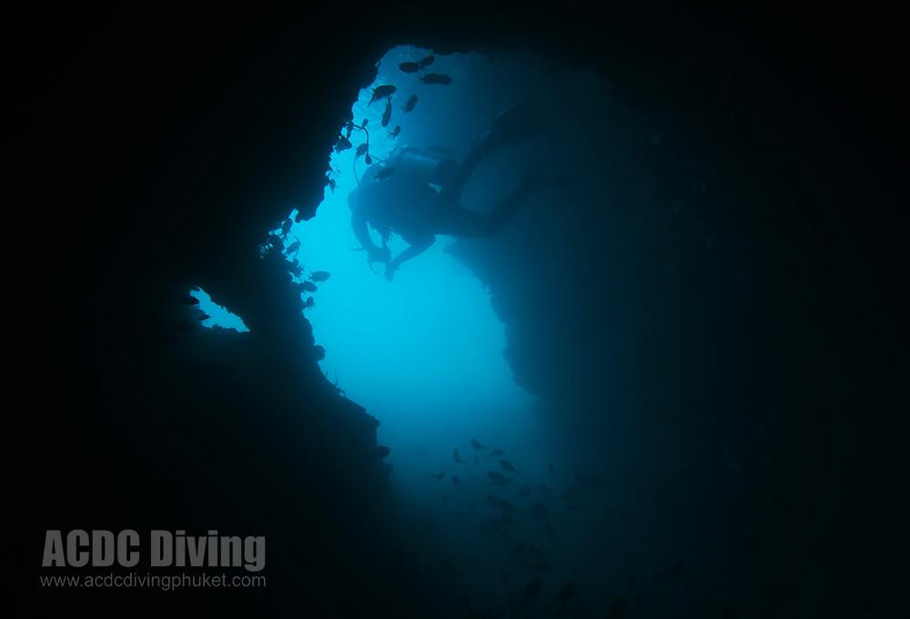 Вход в грот на 23 метрах