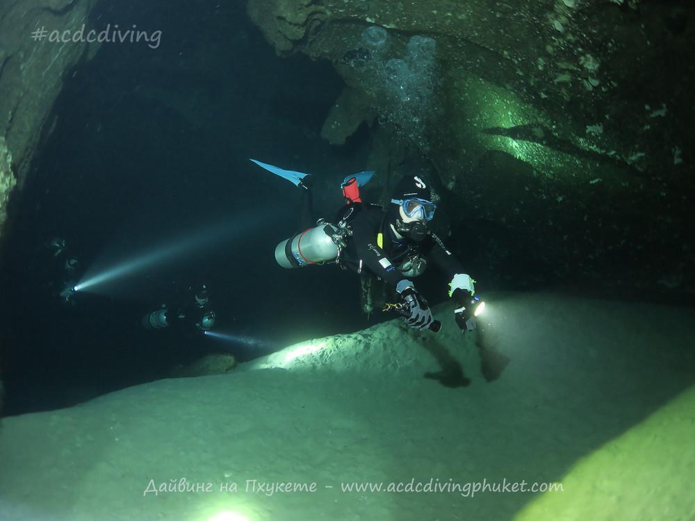 Дайвинг на Пхи Пхи с ACDC Diving - грот Maya Cave